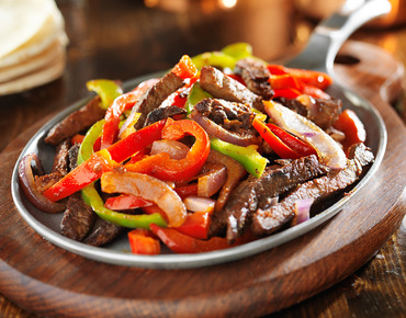 Skirt steak beef fajita platter